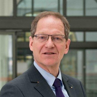 Portrait-Foto von Prof. Dr. Eric Schoop