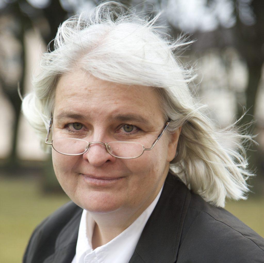 Portrait-Foto von Prof. Dr. Phil Gabriele Hooffacker
